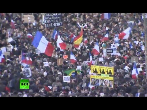 """【パリ銃撃事件】パリの歴史的デモに参加したアルバニア首相の""""胸ポケット""""が世界中で賞賛"""
